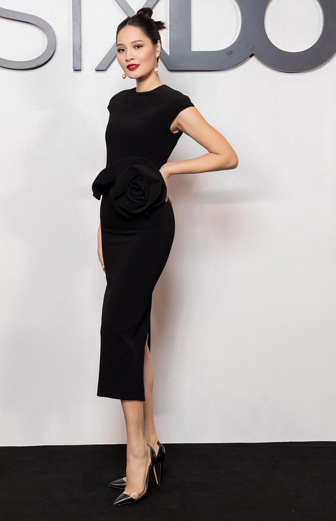 Tiểu Vy-Đỗ Mỹ Linh cùng diện sắc đen bí ẩn và quyến rũ, đọ sắc dàn mỹ nhân trên thảm đỏ - ảnh 10
