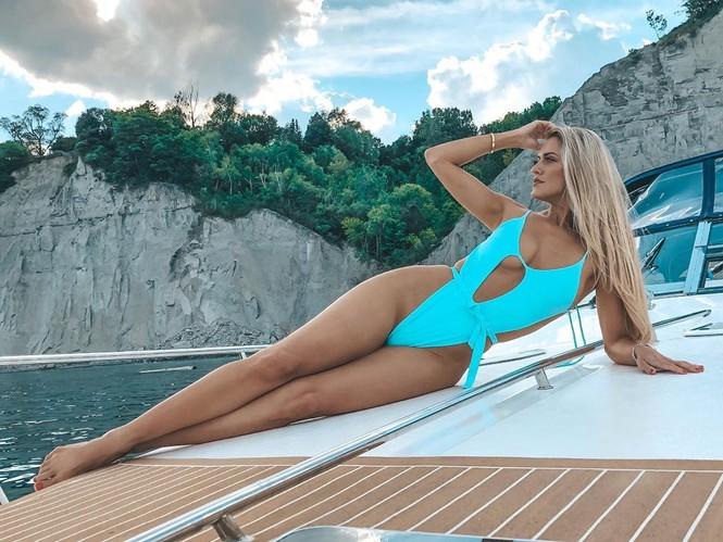 Body 'cực phẩm' siêu quyến rũ của tân Hoa hậu Quốc tế Canada 2020 - ảnh 12