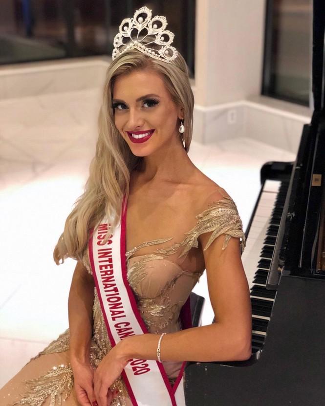 Body 'cực phẩm' siêu quyến rũ của tân Hoa hậu Quốc tế Canada 2020 - ảnh 1