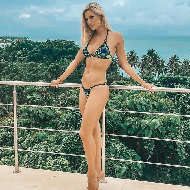 Body 'cực phẩm' siêu quyến rũ của tân Hoa hậu Quốc tế Canada 2020 - ảnh 8