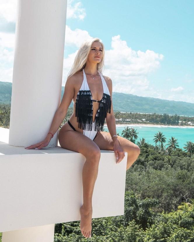 Body 'cực phẩm' siêu quyến rũ của tân Hoa hậu Quốc tế Canada 2020 - ảnh 6