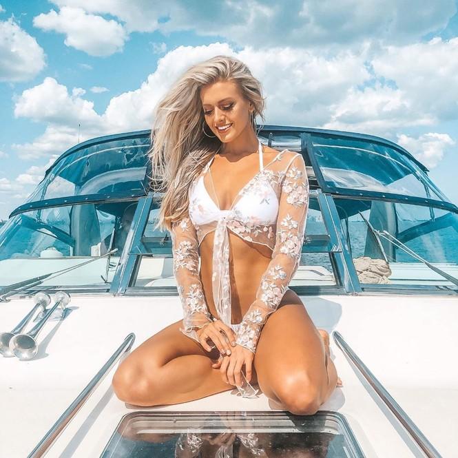 Body 'cực phẩm' siêu quyến rũ của tân Hoa hậu Quốc tế Canada 2020 - ảnh 5