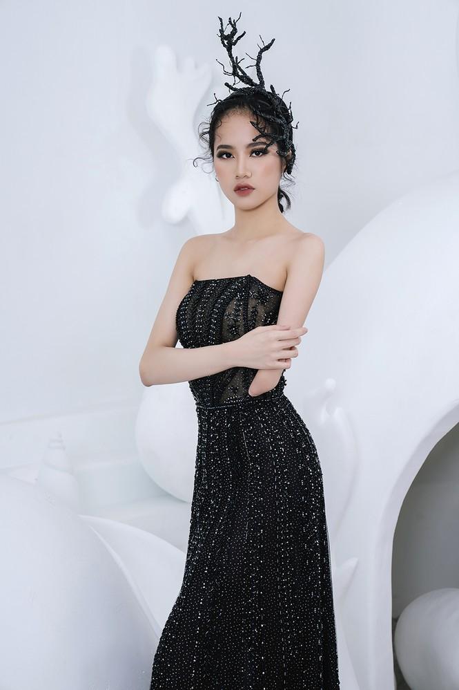 Nữ người mẫu bị khuyết tay Hà Phương 'tái xuất', khoe thần thái 'đỉnh cao' với váy dạ hội - ảnh 1