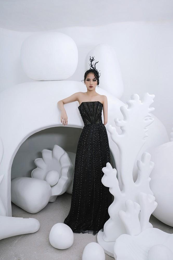 Nữ người mẫu bị khuyết tay Hà Phương 'tái xuất', khoe thần thái 'đỉnh cao' với váy dạ hội - ảnh 3