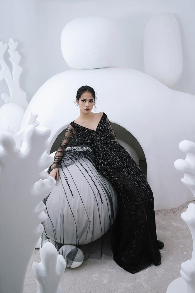 Nữ người mẫu bị khuyết tay Hà Phương 'tái xuất', khoe thần thái 'đỉnh cao' với váy dạ hội - ảnh 5