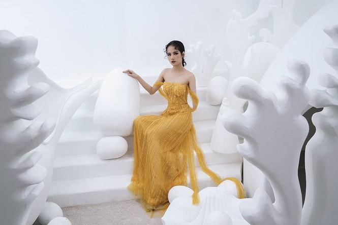 Nữ người mẫu bị khuyết tay Hà Phương 'tái xuất', khoe thần thái 'đỉnh cao' với váy dạ hội - ảnh 9