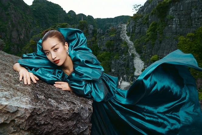 Đỗ Mỹ Linh trầm mình trong nước, hoá 'mỹ nhân cổ trang' giữa sông núi Tràng An  - ảnh 7