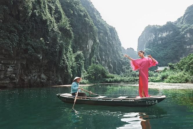 Đỗ Mỹ Linh trầm mình trong nước, hoá 'mỹ nhân cổ trang' giữa sông núi Tràng An  - ảnh 8