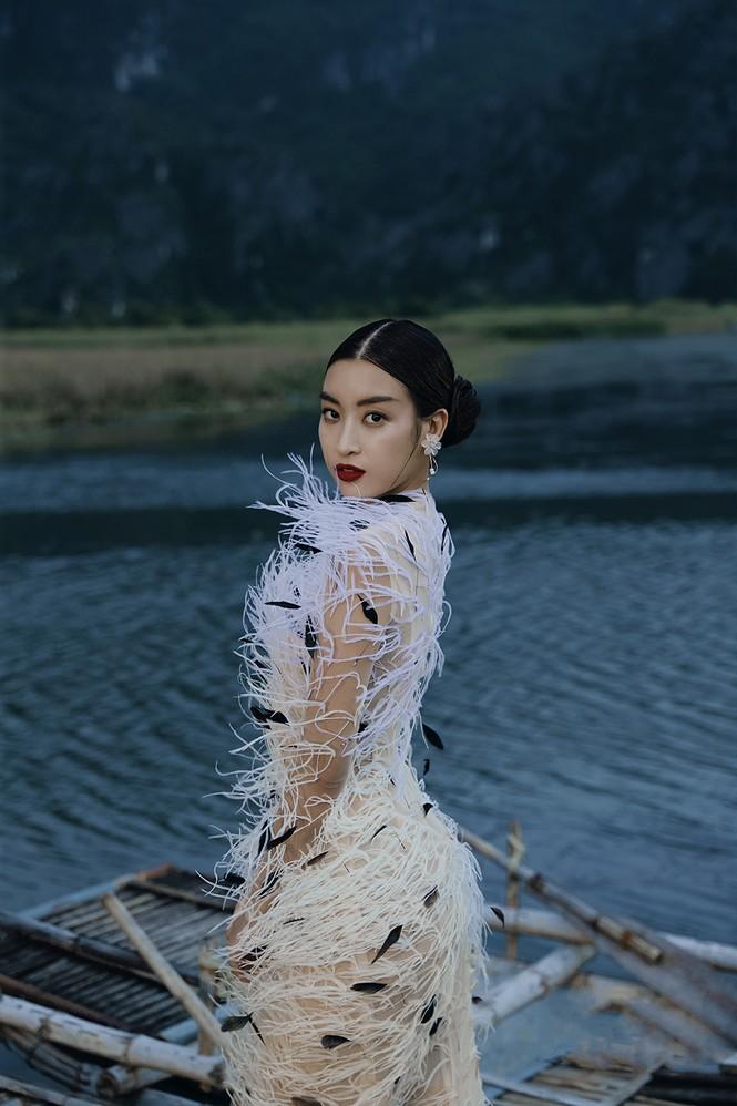 Đỗ Mỹ Linh trầm mình trong nước, hoá 'mỹ nhân cổ trang' giữa sông núi Tràng An  - ảnh 11