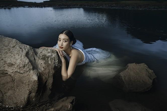 Đỗ Mỹ Linh trầm mình trong nước, hoá 'mỹ nhân cổ trang' giữa sông núi Tràng An  - ảnh 10