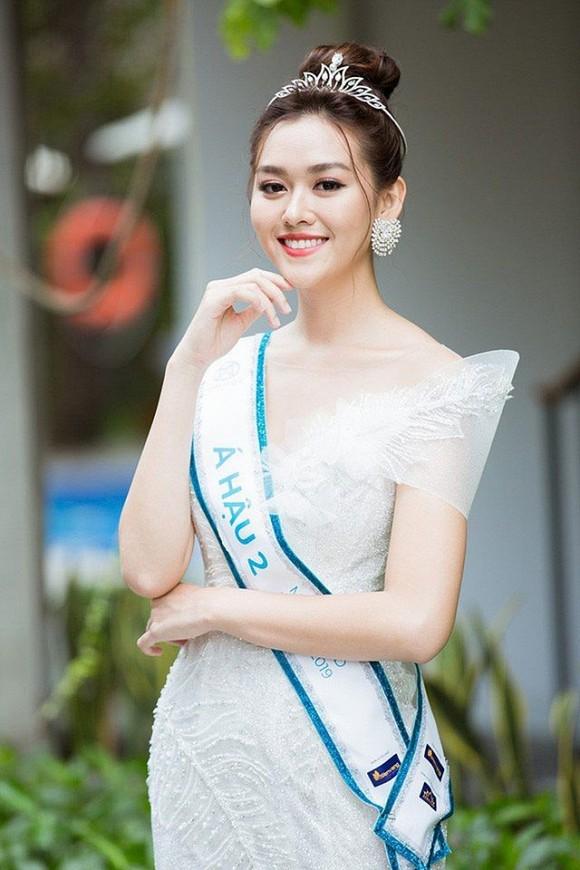 Á hậu Tường San sắp kết hôn ở tuổi 20, hé lộ về chồng sắp cưới hơn 9 tuổi  - ảnh 2