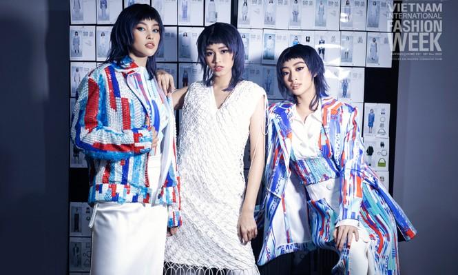 Loạt ảnh hậu trường với thần thái đỉnh cao của Hoa hậu Đỗ Thị Hà, Tiểu Vy - ảnh 1