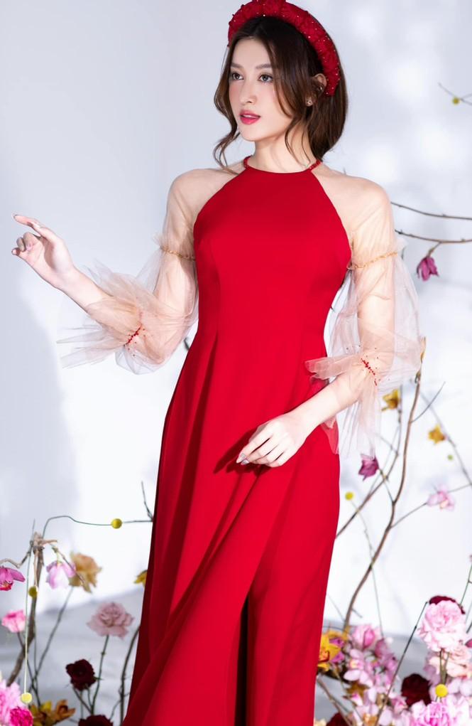Lan Khuê khoe body nóng bỏng với áo tắm, Võ Hoàng Yến tựa đoá hồng với váy đỏ rực - ảnh 8