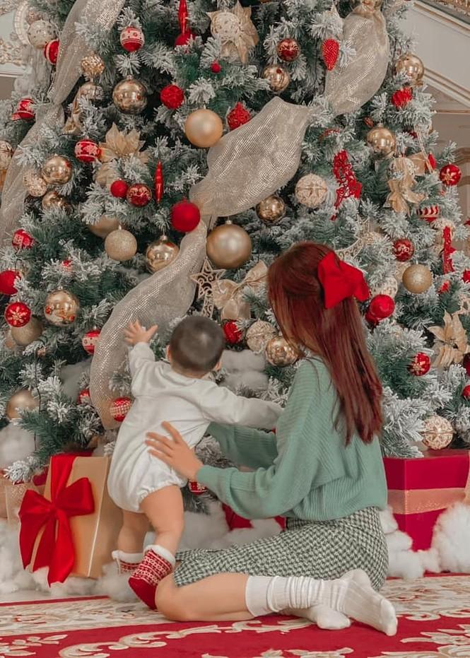 Dàn Hoa hậu, Á hậu trang hoàng nhà cửa lộng lẫy chuẩn bị đón Giáng Sinh  - ảnh 2
