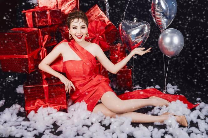 Dàn Hoa hậu, Á hậu trang hoàng nhà cửa lộng lẫy chuẩn bị đón Giáng Sinh  - ảnh 13