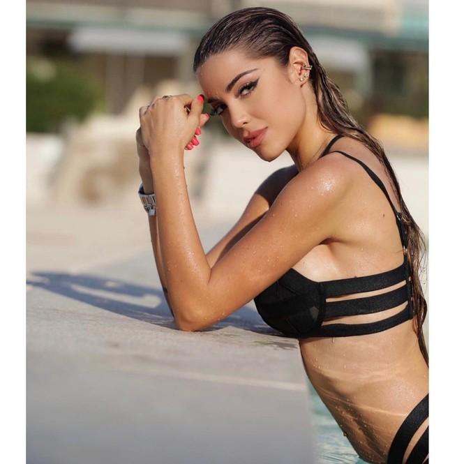 Hoa hậu Hoàn vũ Italy 2020 sở hữu đường cong nóng bỏng tựa 'thiên thần nội y' - ảnh 10