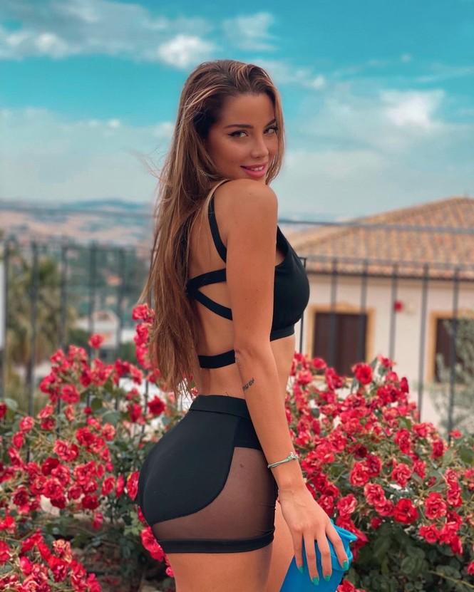 Hoa hậu Hoàn vũ Italy 2020 sở hữu đường cong nóng bỏng tựa 'thiên thần nội y' - ảnh 6