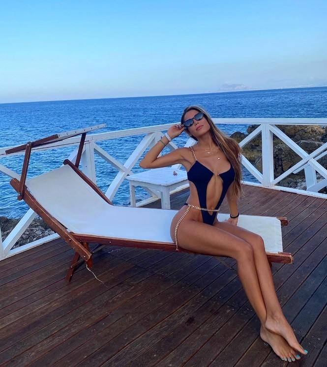 Hoa hậu Hoàn vũ Italy 2020 sở hữu đường cong nóng bỏng tựa 'thiên thần nội y' - ảnh 5