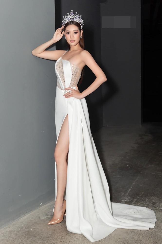 Hoa hậu Tiểu Vy - Lan Khuê 'đọ sắc' với gam màu đỏ quyền lực, khoe nhan sắc 'vạn người mê' - ảnh 11