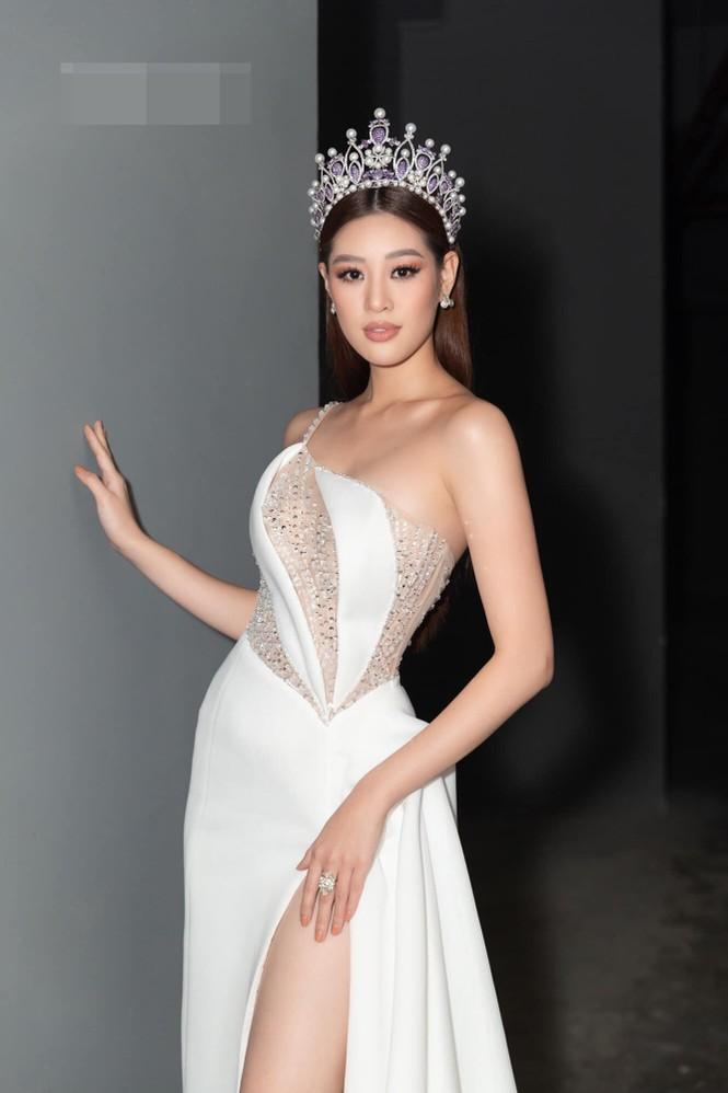 Hoa hậu Tiểu Vy - Lan Khuê 'đọ sắc' với gam màu đỏ quyền lực, khoe nhan sắc 'vạn người mê' - ảnh 12