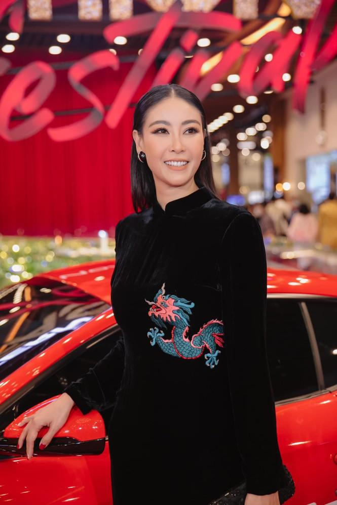 Hoa hậu Tiểu Vy - Lan Khuê 'đọ sắc' với gam màu đỏ quyền lực, khoe nhan sắc 'vạn người mê' - ảnh 5