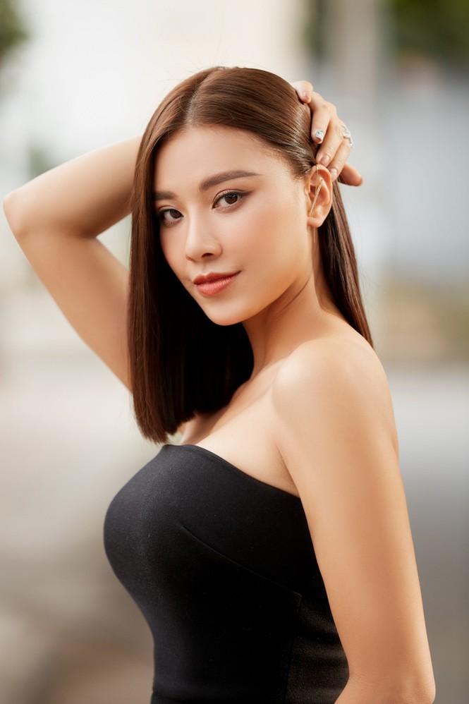 Hoa hậu Tiểu Vy - Lan Khuê 'đọ sắc' với gam màu đỏ quyền lực, khoe nhan sắc 'vạn người mê' - ảnh 8