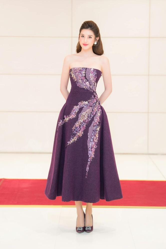 Hoa hậu Đỗ Thị Hà mặc kín mít vẫn xinh đẹp, Tiểu Vy nhí nhảnh hết cỡ bên Trường Giang - ảnh 5