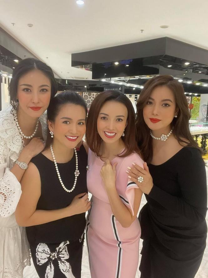 Hoa hậu Đỗ Thị Hà mặc kín mít vẫn xinh đẹp, Tiểu Vy nhí nhảnh hết cỡ bên Trường Giang - ảnh 14