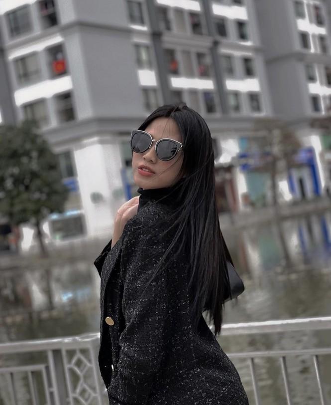 Hoa hậu Đỗ Thị Hà mặc kín mít vẫn xinh đẹp, Tiểu Vy nhí nhảnh hết cỡ bên Trường Giang - ảnh 2