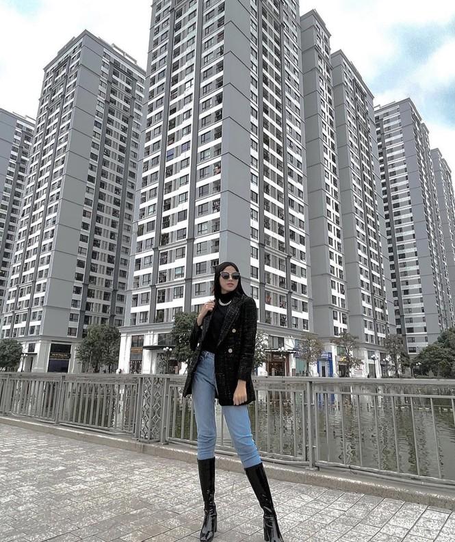 Hoa hậu Đỗ Thị Hà mặc kín mít vẫn xinh đẹp, Tiểu Vy nhí nhảnh hết cỡ bên Trường Giang - ảnh 1