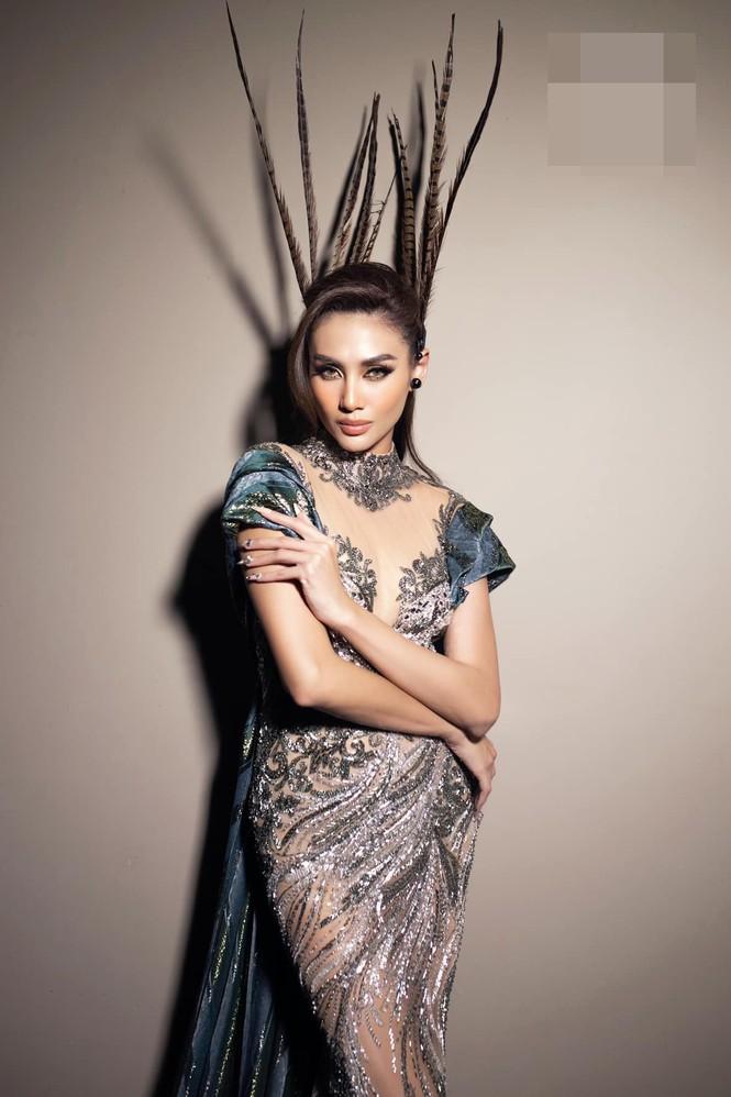 Hoa hậu Đỗ Thị Hà mặc váy cúp ngực nóng bỏng, H'Hen Niê 'đốt mắt' với bikini  - ảnh 10