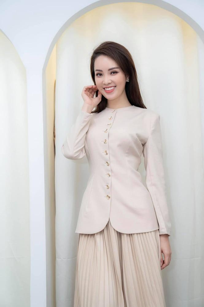 Hoa hậu Đỗ Thị Hà mặc váy cúp ngực nóng bỏng, H'Hen Niê 'đốt mắt' với bikini  - ảnh 12
