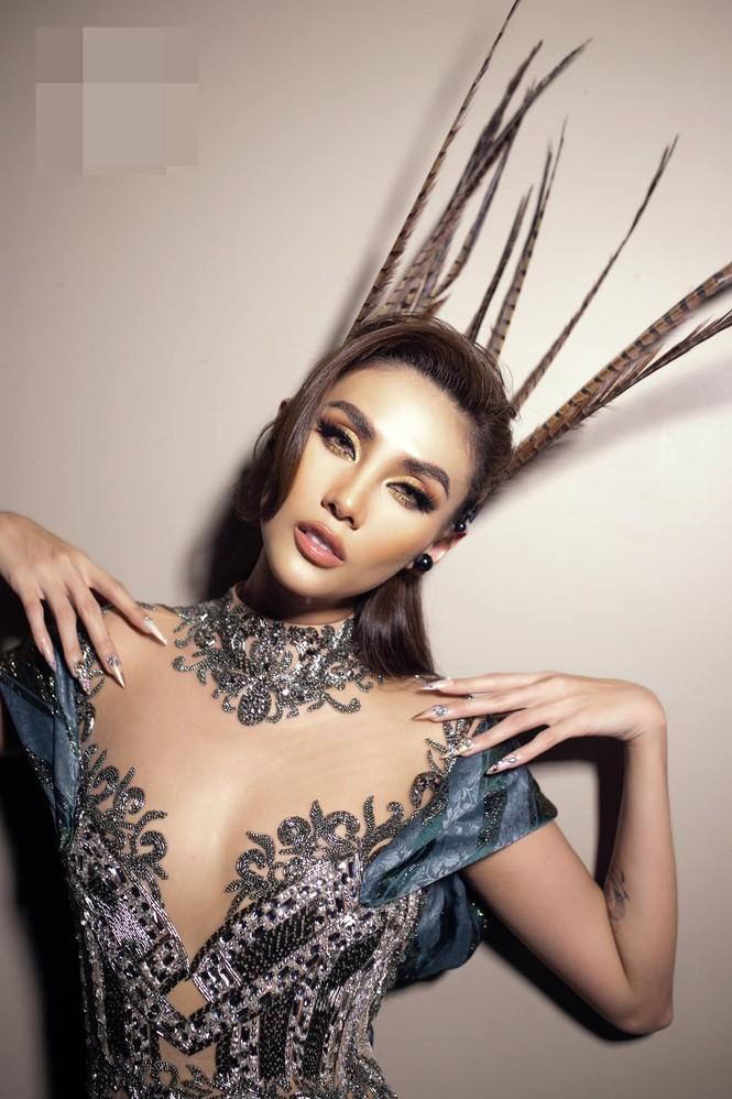 Hoa hậu Đỗ Thị Hà mặc váy cúp ngực nóng bỏng, H'Hen Niê 'đốt mắt' với bikini  - ảnh 11