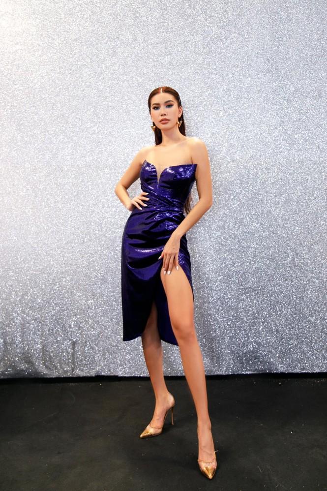 Hoa hậu Đỗ Thị Hà mặc váy cúp ngực nóng bỏng, H'Hen Niê 'đốt mắt' với bikini  - ảnh 3