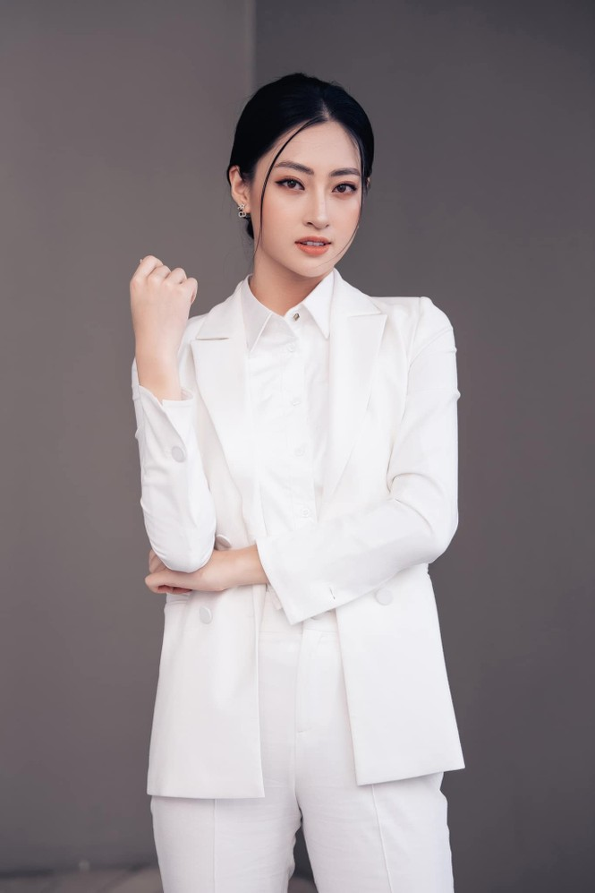 Hoa hậu Đỗ Thị Hà mặc váy cúp ngực nóng bỏng, H'Hen Niê 'đốt mắt' với bikini  - ảnh 5