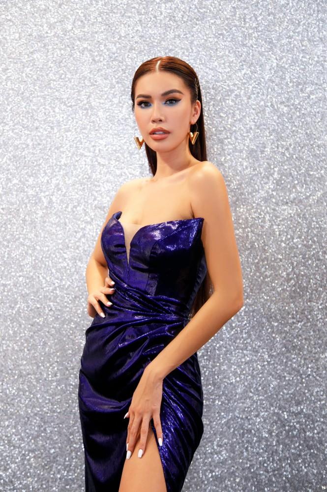 Hoa hậu Đỗ Thị Hà mặc váy cúp ngực nóng bỏng, H'Hen Niê 'đốt mắt' với bikini  - ảnh 4