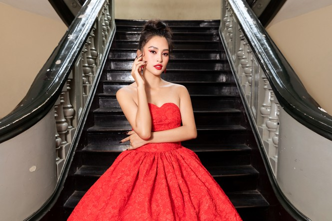 Đỗ Thị Hà diện váy đỏ rực khoe chân dài miên man, đọ sắc đàn chị Tiểu Vy-Hà Kiều Anh - ảnh 4