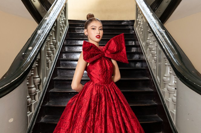 Đỗ Thị Hà diện váy đỏ rực khoe chân dài miên man, đọ sắc đàn chị Tiểu Vy-Hà Kiều Anh - ảnh 7