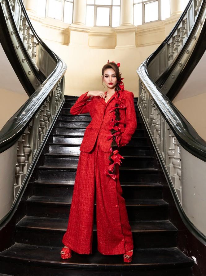 Đỗ Thị Hà diện váy đỏ rực khoe chân dài miên man, đọ sắc đàn chị Tiểu Vy-Hà Kiều Anh - ảnh 11