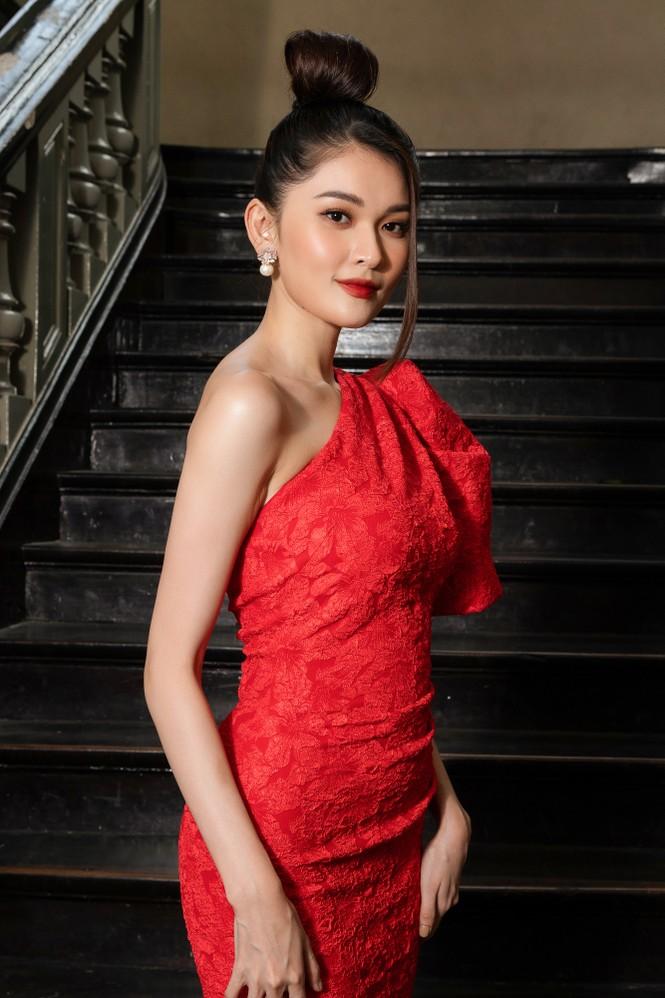 Đỗ Thị Hà diện váy đỏ rực khoe chân dài miên man, đọ sắc đàn chị Tiểu Vy-Hà Kiều Anh - ảnh 8
