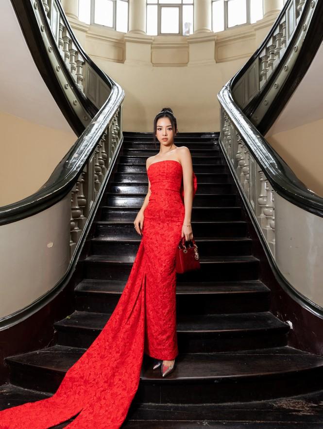 Đỗ Thị Hà diện váy đỏ rực khoe chân dài miên man, đọ sắc đàn chị Tiểu Vy-Hà Kiều Anh - ảnh 9