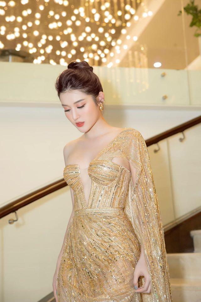 'Đụng hàng' tới 5 mỹ nhân showbiz, Á hậu Phương Anh vẫn được khen đẹp tựa 'nữ thần' - ảnh 6
