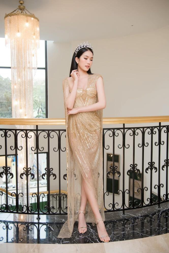 'Đụng hàng' tới 5 mỹ nhân showbiz, Á hậu Phương Anh vẫn được khen đẹp tựa 'nữ thần' - ảnh 1