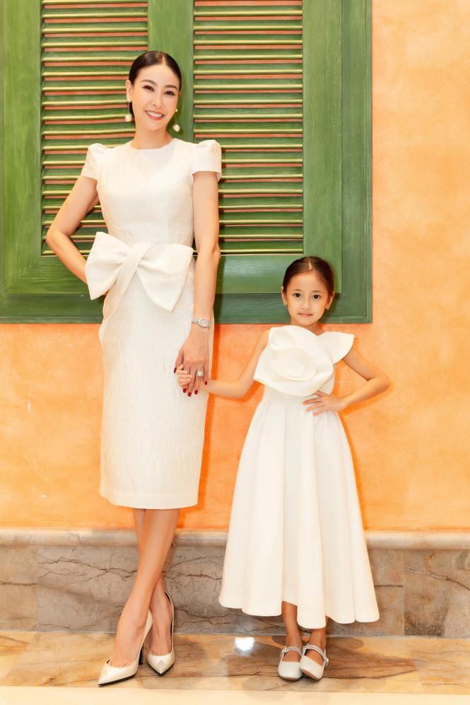 Đỗ Thị Hà nền nã với áo dài, Hoàng Thuỳ diện váy xuyên thấu hoá 'mỹ nhân ngư' - ảnh 8