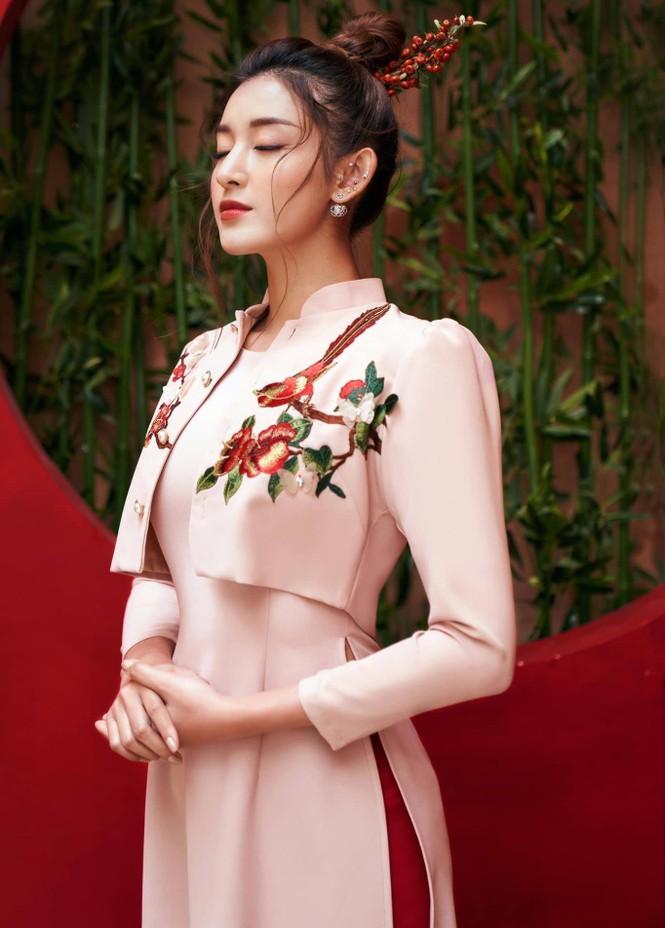 Đỗ Thị Hà nền nã với áo dài, Hoàng Thuỳ diện váy xuyên thấu hoá 'mỹ nhân ngư' - ảnh 9
