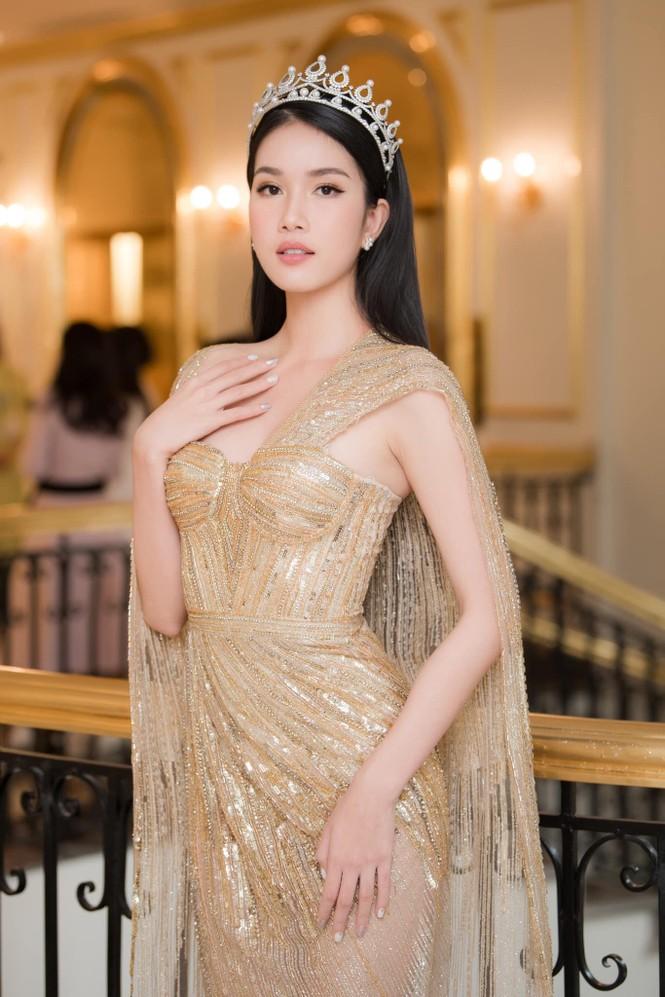 'Đụng hàng' tới 5 mỹ nhân showbiz, Á hậu Phương Anh vẫn được khen đẹp tựa 'nữ thần' - ảnh 2