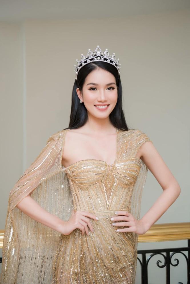 'Đụng hàng' tới 5 mỹ nhân showbiz, Á hậu Phương Anh vẫn được khen đẹp tựa 'nữ thần' - ảnh 3