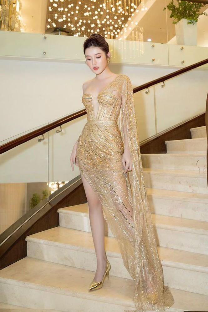 'Đụng hàng' tới 5 mỹ nhân showbiz, Á hậu Phương Anh vẫn được khen đẹp tựa 'nữ thần' - ảnh 5