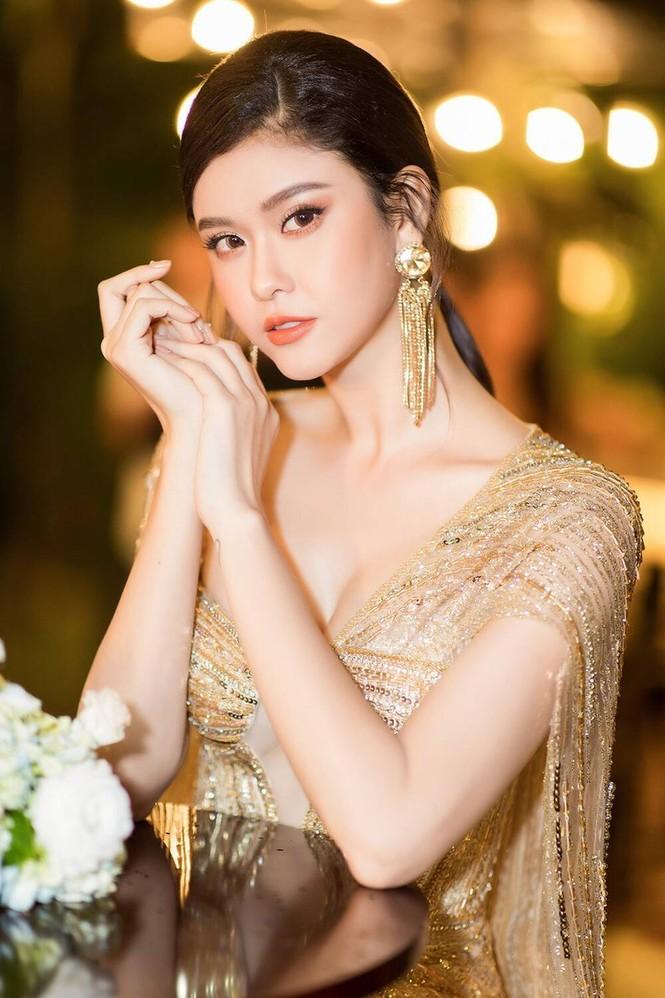 'Đụng hàng' tới 5 mỹ nhân showbiz, Á hậu Phương Anh vẫn được khen đẹp tựa 'nữ thần' - ảnh 13