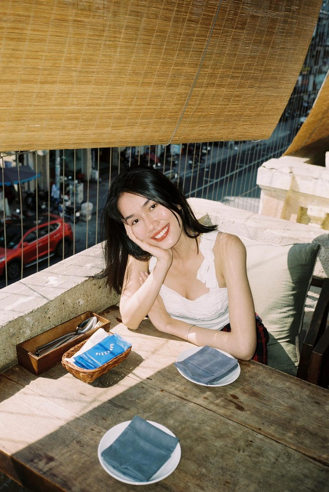 Đỗ Thị Hà nền nã với áo dài, Hoàng Thuỳ diện váy xuyên thấu hoá 'mỹ nhân ngư' - ảnh 11